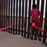 Arquitecto une frontera de México y Estados Unidos con juego del 'sube y baja'