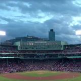 En video   'Big Papi' reaparece tras ser baleado y hace el primer lanzamiento del juego entre los Medias Rojas y los Yankees