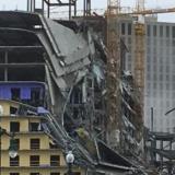 En video | Instante en que colapsa hotel en construcción: un muerto y 13 heridos