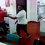 En video | Momento en que ladrones intimidan a trabajadores de almacén de electrodomésticos