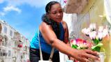 Flores y raspao en el Día de los Muertos