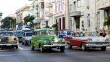 Los Cadillac, los Ford, los Chevrolet y otros clásicos americanos se ven desfilar en la Isla.