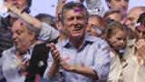 Mauricio Macri, un ingeniero de 56 años, llega como abanderado del cambio, acompañado por un nutrido grupo de profesionales y presumiendo de un talante de diálogo y moderación.