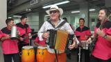 Durante su visita a EL HERALDO Dolcey Gutiérrez puso a bailar a la redacción.