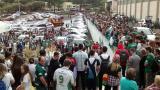 Aficionados del Chapecoense rezan en las instalaciones del club