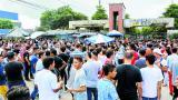 Miles de aspirantes hicieron filas para entrar a la UA.