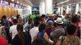 Así era el caos en el aeropuerto de Santa Marta la noche de este lunes.