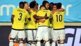 La selección Colombia celebra tras el partido ante España.