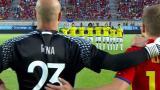 Jugadores de las selecciones de España y Colombia durante el minuto de silencio.