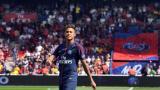 Neymar cuando fue presentado ante los hinchas del PSG.