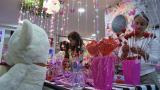 El 'amigo secreto' endulza ventas de Amor y Amistad
