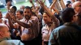 A dos días del referéndum catalán, militantes ocupan los centros de votación