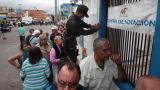Maduro y oposición se miden en las urnas tras confrontación en las calles