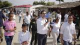 """""""Seguiré llegando casa a casa para que ningún niño se quede sin ir al colegio"""": alcalde de Cartagena"""