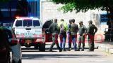 Cristian Bellón es conducido por policías hasta la guardia del penal.