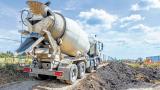 Mezcladora de cemento en actividades de construcción.