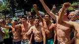 Opositores venezolanos protestan en ropa interior en solidaridad a diputado detenido