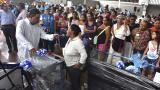 Los beneficiarios durante el evento donde recibieron los insumos.