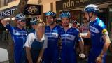 Esta es la imagen por la que el ciclista belga Iljo Keisse (izquierda) tuvo que pagar una multa de 80 dólares.