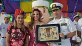 María Andrea Rivas, presidenta de la Acción Social Naval; la Reina del Carnaval de Barranquilla, Carolina Segebre y el contralmirante Juan Ricardo Rozo, director de la Escuela Naval.