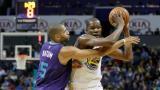 Warriors vencen a Hornets con excelente aporte de Thompson y Cousins