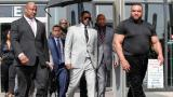 El cantante R. Kelly se declara inocente y permanece en prisión