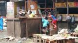 En video | Niños siguen buscando comida en basurero