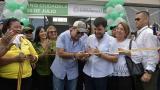 Alejandro Char y Jaime Pumarejo, alcalde actual y electo de Barranquilla, durante la entrega del Camino Ciudadela 20 de Julio.