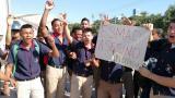 Estudiantes del Sena protestando en la calle 30.