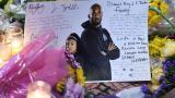 Centenares de imágenes, flores y velas alrededor del rostro de Kobe Bryant se ven en las calles de Los Ángeles.