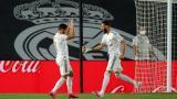 El delantero francés Karim Benzema celebra con el belga Eden Hazard su primer gol ante Valencia.