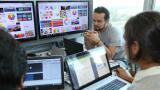 Equipo de desarrolladores y creativos barranquilleros trabajan en la creación de videojuegos.