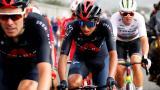 Egan Bernal (centro) se encuentra a 17 segundos del primer puesto del Tour de Francia.