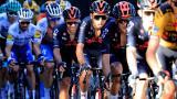Egan Bernal (centro) busca repetir el título que consiguió en 2019 como campeón del Tour de Francia.