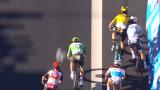 Sagan trató de hacerse hueco en la llegada masiva y cerró al belga Woet van Aert.