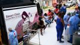 Habitantes del barrio El Bosque reciben atención en la unidad de salud.