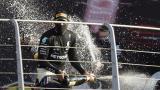 Hamilton celebra emocionado su victoria 90 en Fórmula Uno.