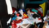 Los inescrupulosos ladrones dejaron la casa de la familia Sánchez sucia y completamente desordenada.