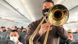 Concierto con instrumentos de viento en vuelo de Avianca genera controversia