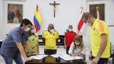 La gobernadora Elsa Noguera firma el documento de radicación del proyecto de presupuesto.