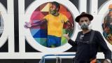 El artista Kobra rinde tributo a Pelé con un inmenso mural por sus 80 años
