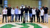 La delegación de Titanes celebró en el Elías Chegwin con el trofeo de campeón.