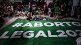 América Latina, entre el júbilo y el rechazo por ley del aborto en Argentina