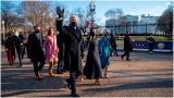 Biden y su esposa caminaron hasta la Casa Blanca.