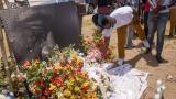 Partidarios de Moise hacen una ofrenda floral una semana después de su muerte