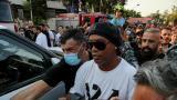 Ronaldinho abandona a la carrera un evento en Beirut al estallar una trifulca