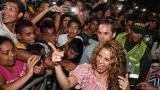 Shakira ovacionada al arribar al barrio El Bosque