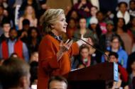 La candidata a la presidencia de EE.UU. por el partido Demócrata Hillary Clinton habla en un acto de campaña .