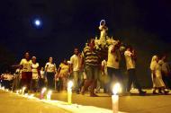Así celebran los feligreses en la madrugada del 8 de diciembre, en Campo de la Cruz, sur del Atlántico.