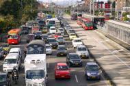 Un grupo de taxistas incendiaron un vehículo este martes en horas de la madrugada en la localidad de Suba, noroccidente de Bogotá.